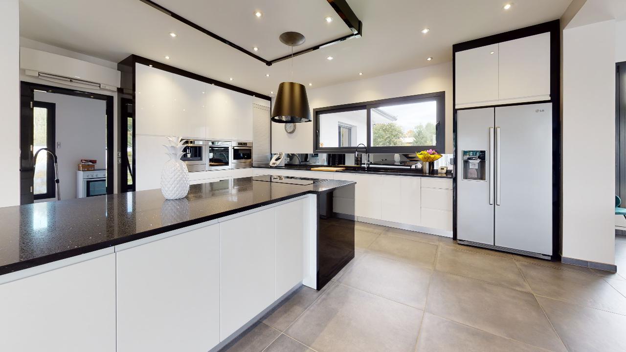 Exceptionnelle-Villa-Mios-Kitchen